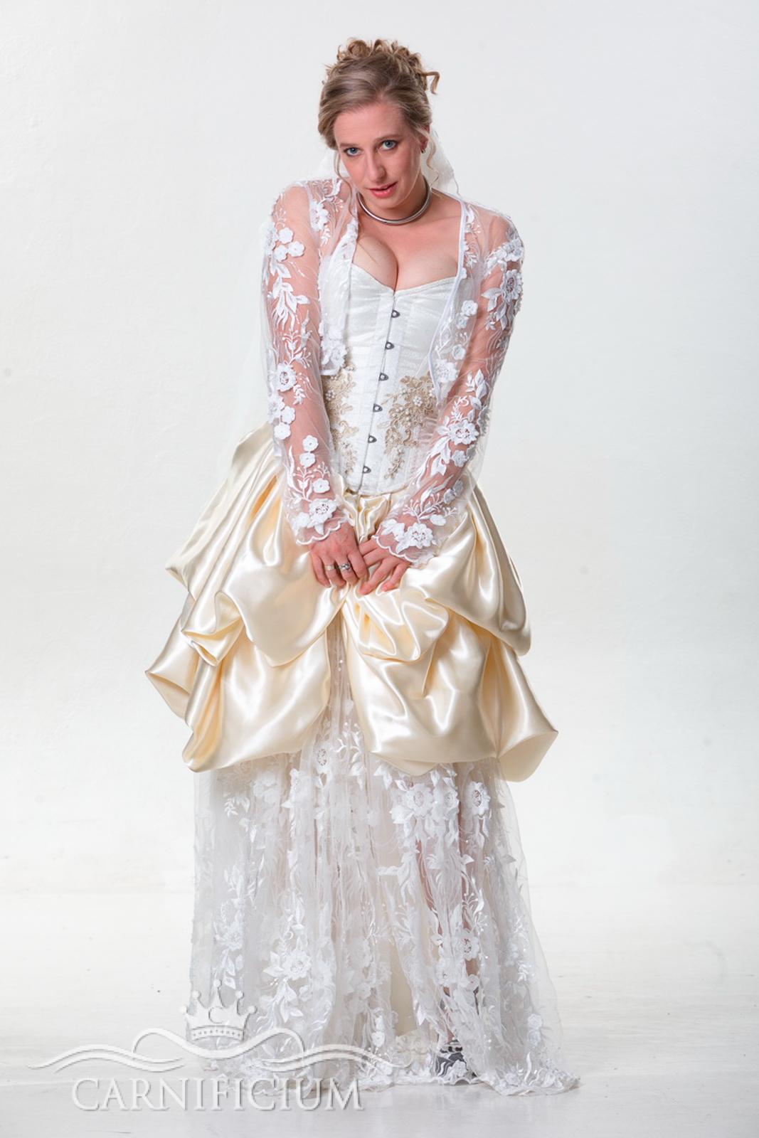 Hochzeitskleid in creme