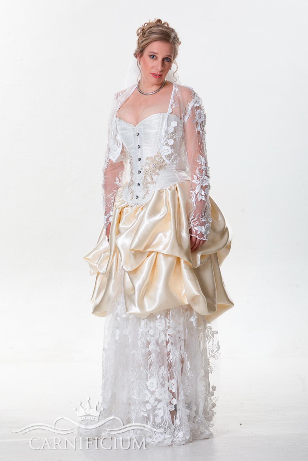 Hochzeitskleid in creme mit Bolero in Spitze
