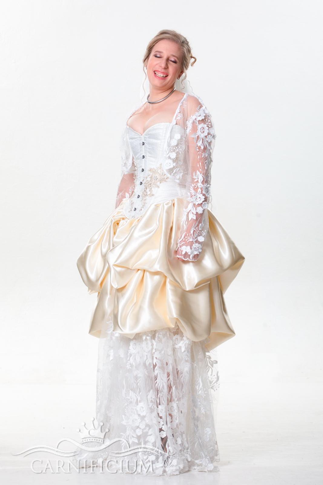 Hochzeitskleid in creme weiss
